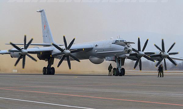 Ту-142 дальний противолодочный самолет