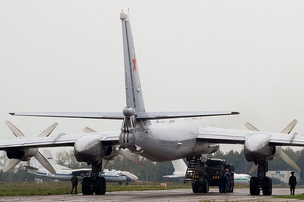 Вид с хвоста Ту-95МС