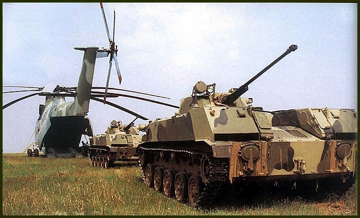 Погрузка БМД-2 на военно-транспортный вертолет Ми-26