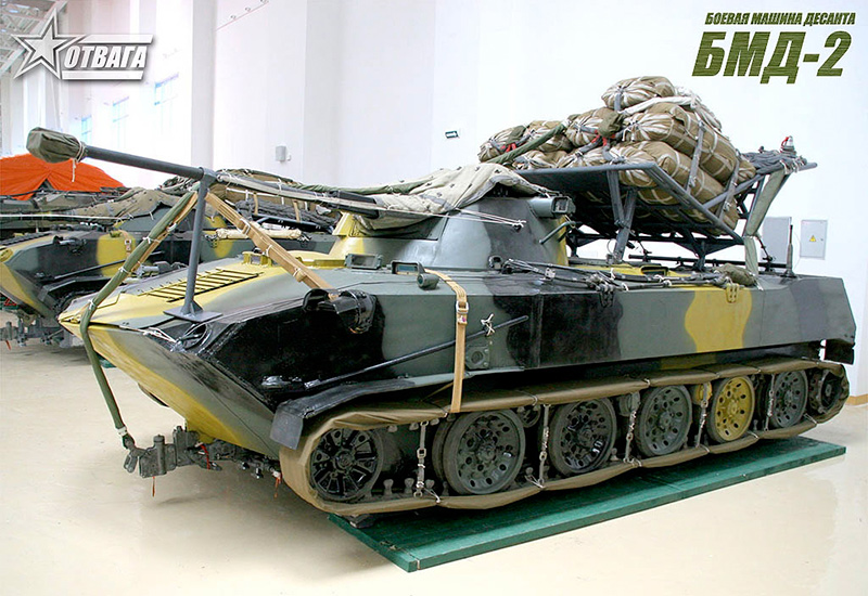 БМД-2 в положении для десантирования