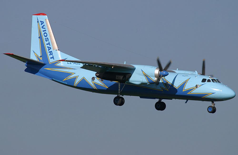 Ан-24 - турбовинтовой пассажирский самолет
