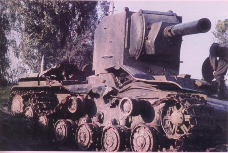 Танк КВ-2 из состава 6-го танкового полка 3-й танковой дивизии 1-го механизированного корпуса, подбитый в бою за город Остров 5 июля 1941 года