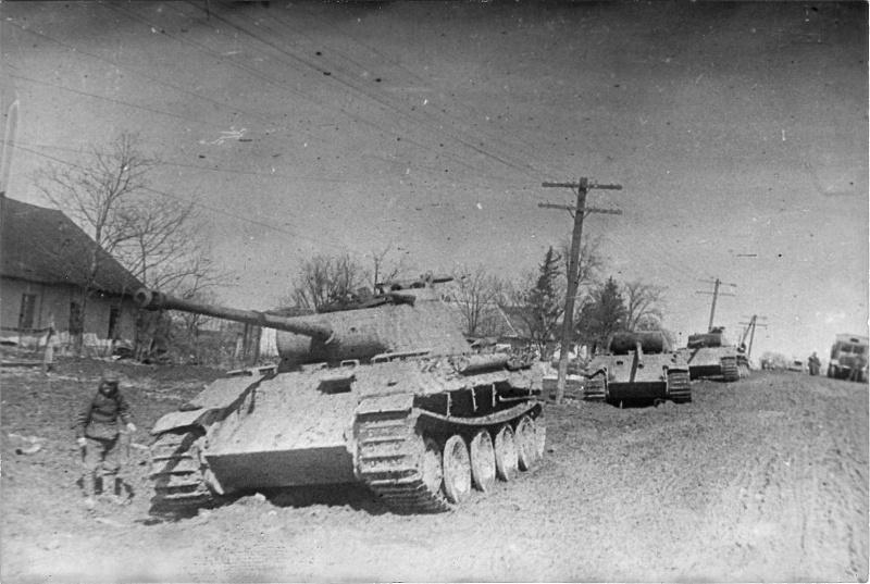 Танки Pz.Kpfw. V «Пантера», брошенные немцами в украинском городе Проскуров (ныне город Хмельницкий)