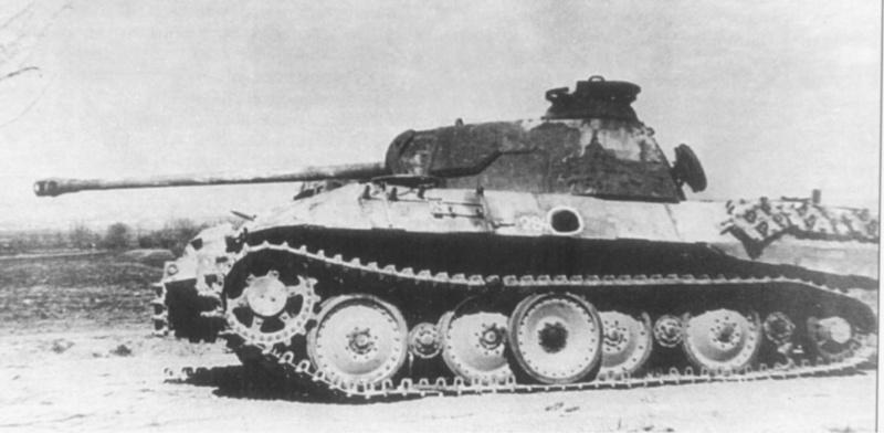 Немецкий танк Pz.Kpfw. V Ausf. A «Пантера», подбитый в борт снарядом калибра 100-122 мм. Номер советской трофейной команды «284»