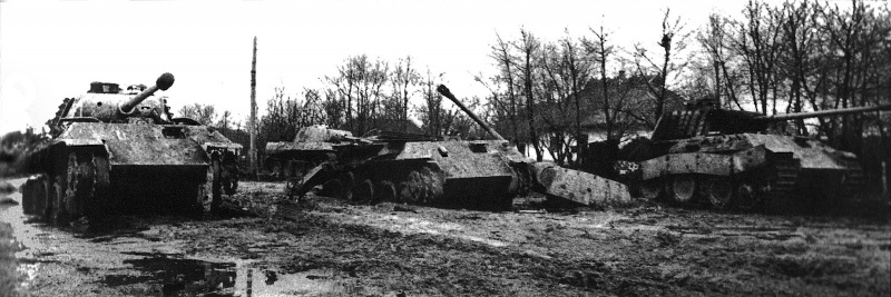 Немецкие танки Pz.Kpfw. V «Пантера», уничтоженные советскими войсками у украинского села