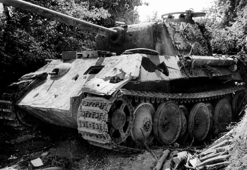 Танк «Пантера» Pz.Kpfw. V Ausf. A. подбитый на узкой проселочной дороге