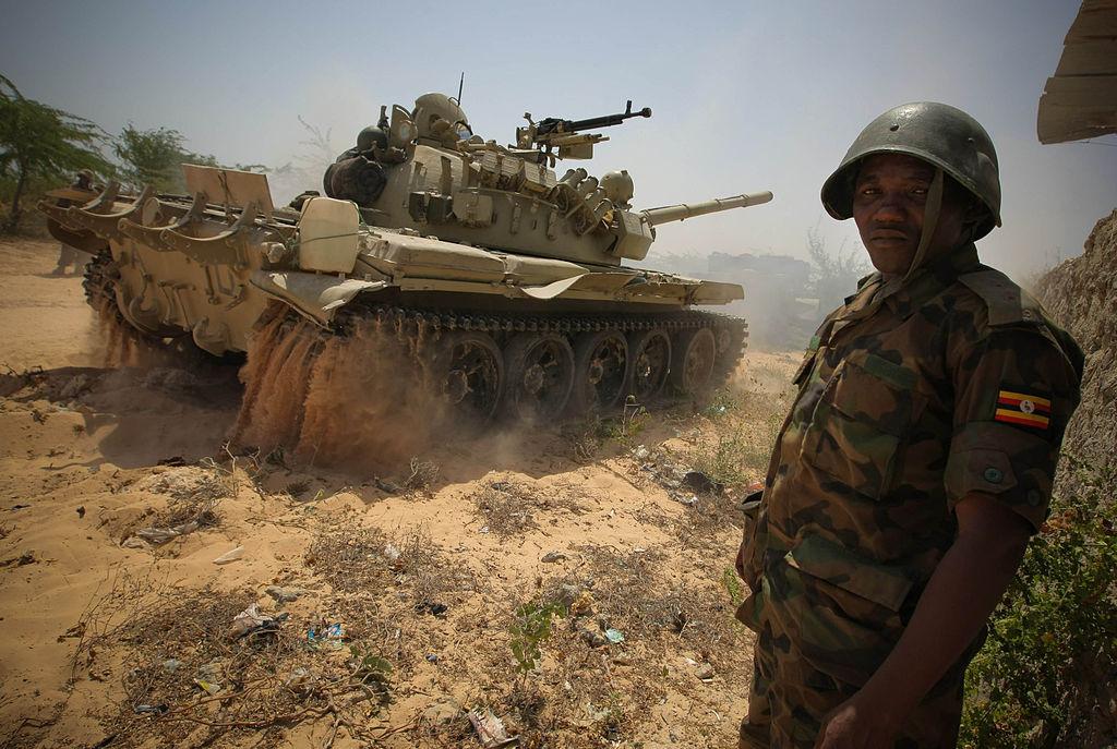 Угандийский Т-55М ведёт наступление на Могадишо. 2012 год