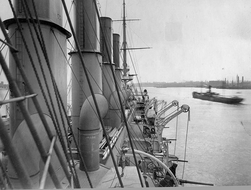 Вид на палубу с переднего мостика