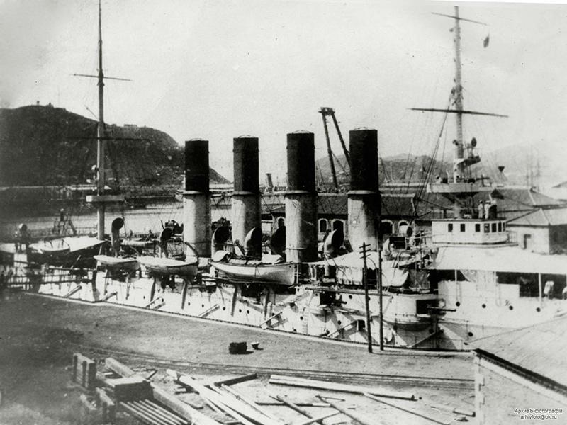 Бронепалубный крейсер 'Варяг' в Порт-Артуре