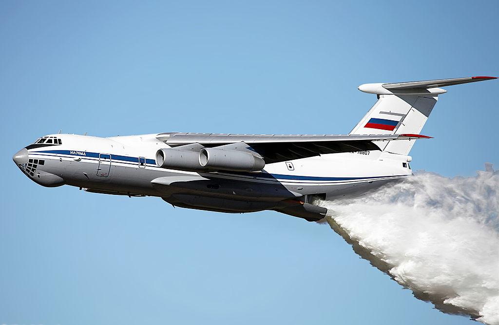 Сброс воды с Ил-76МД