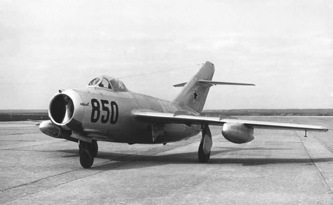 МиГ-15бис с 300-литровыми ПТБ улучшенной формы