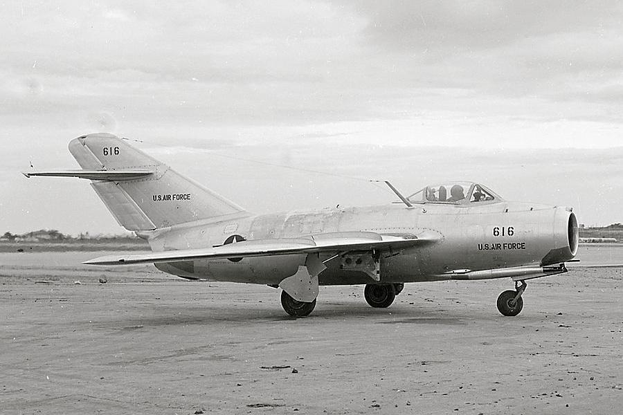 Бывший северокорейский МиГ-15 в ВВС США