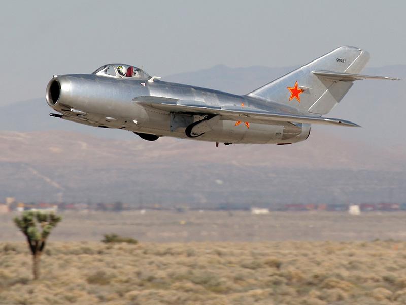 МиГ-15бис взлетает