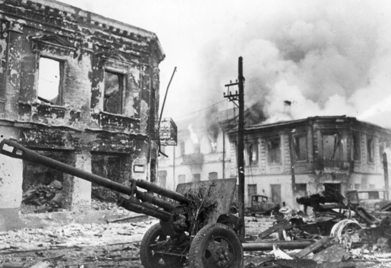Советская 76,2-мм пушка ЗиС-3 захваченная немецкими войсками в Житомире