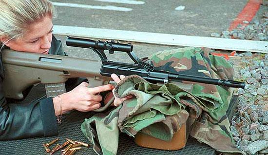 Охотничий карабин AUG со штатным оптическим прицелом