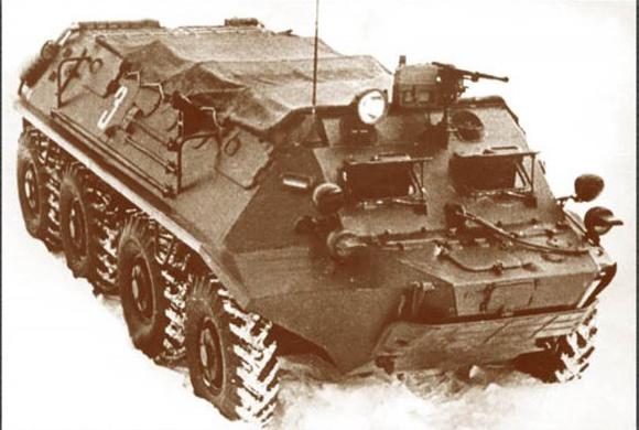 БТР-60П с крытым верхом брезентовым тентом от дождя. 1960 год.
