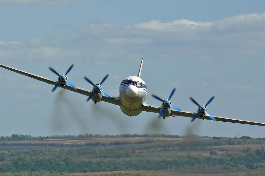 Ил-18 - пассажирский самолет