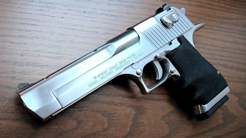 Desert Eagle (Орел пустыни) - пистолет калибра 12,7 мм