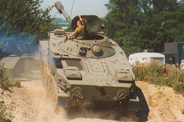 ПТ-76 - легкий плавающий танк