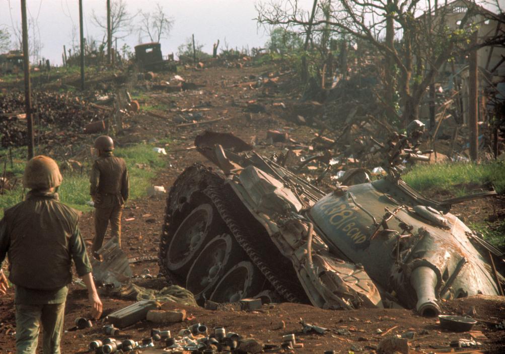Северовьетнамский танк Т-54 уничтоженный американским бомбардировщиком Б-52