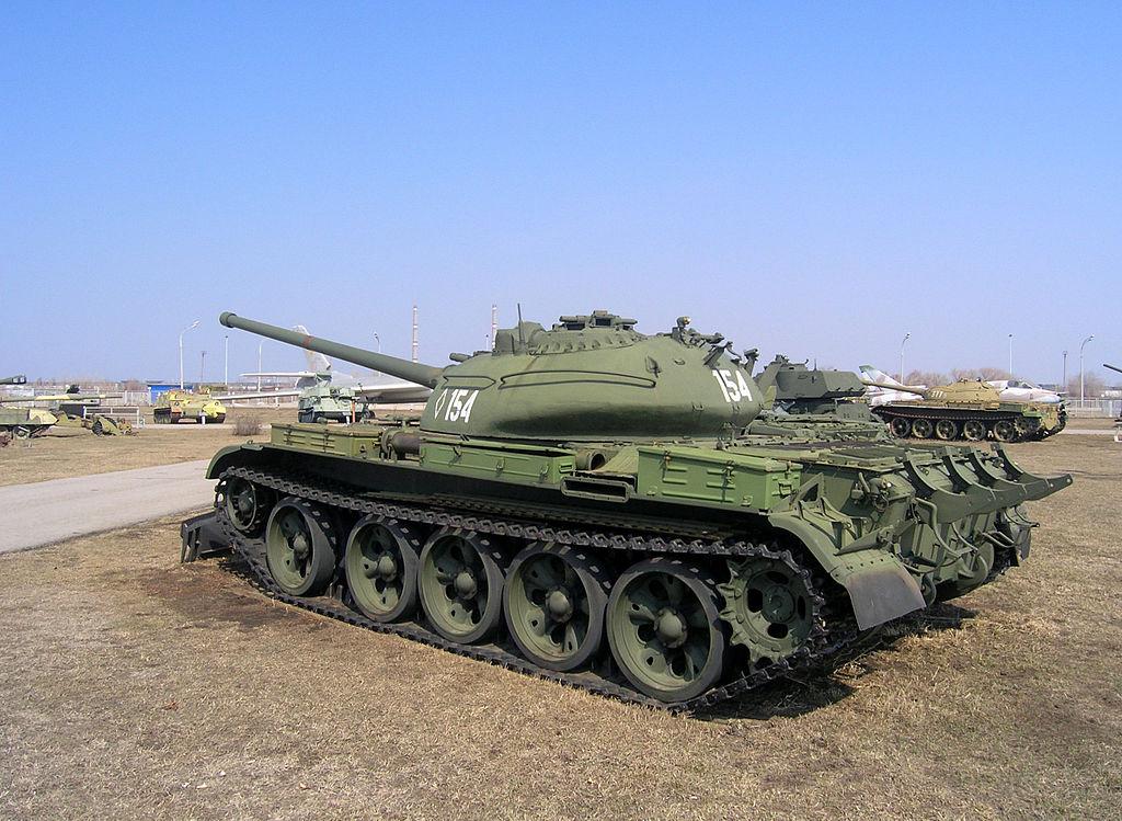 Т-54-2 образца 1949 года в музее в Тольятти, виден обратный скос в задней части башни