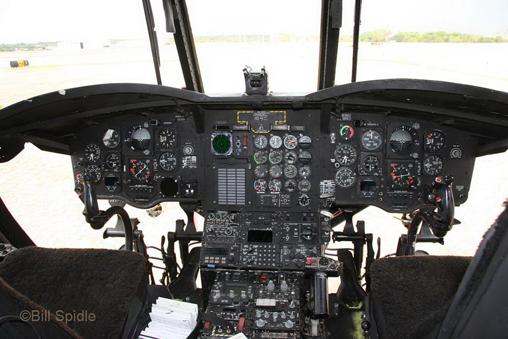 Кабина CH-47D Chinook