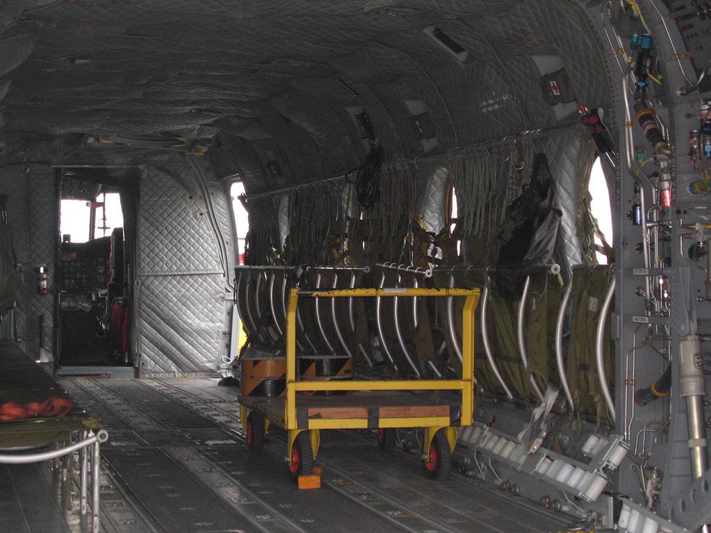 Внутри CH-47J Chinook