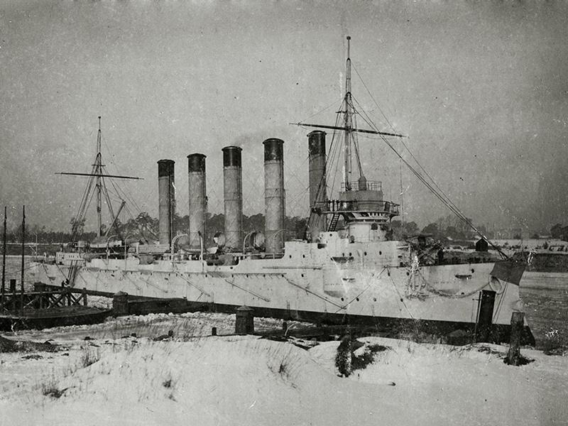 Бронепалубный крейсер I-го ранга 'Аскольд' после установки ходового мостика. Осень 1901 года