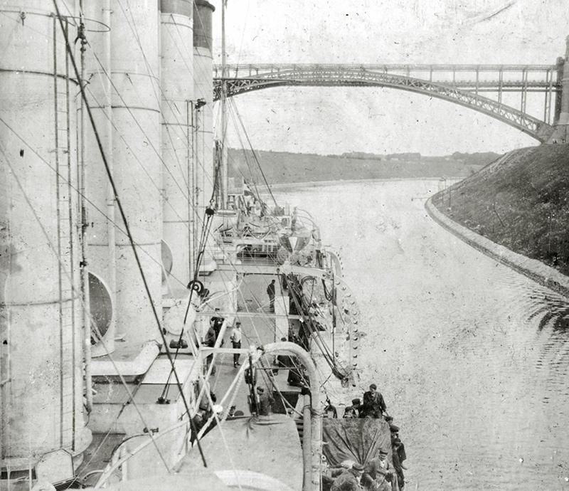 Бронепалубный крейсер I-го ранга 'Аскольд' в Кильском канале, июнь 1901 года