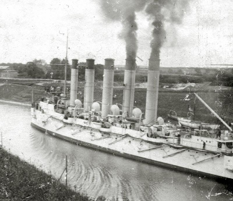 Бронепалубный крейсер I-го ранга 'Аскольд' в Кильском канале