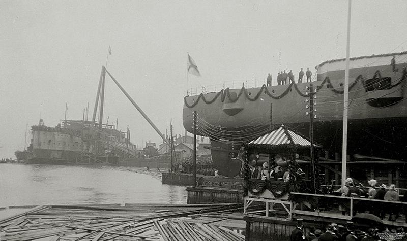 Бронепалубный крейсер I-го ранга 'Аскольд' перед спуском на воду, 2 марта 1900 года
