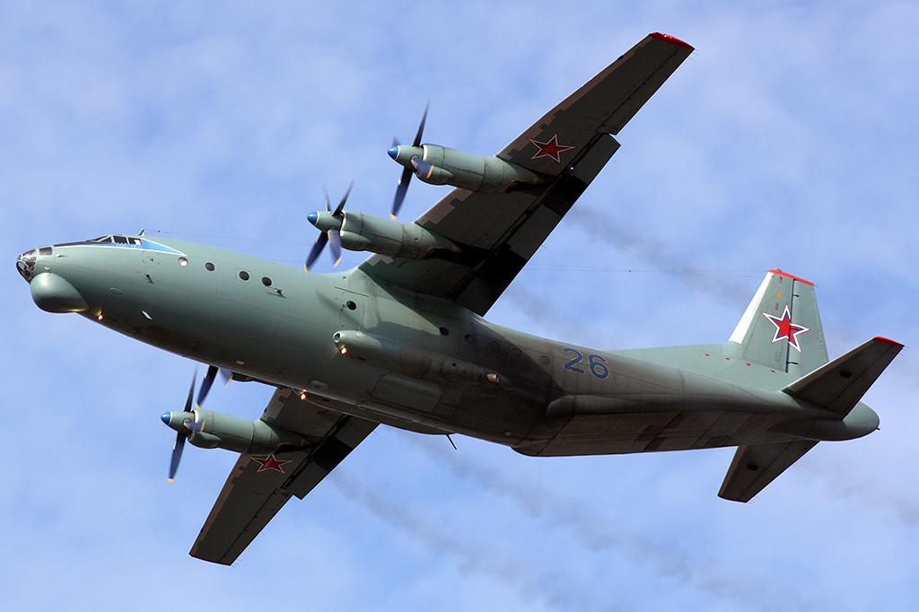 Ан-12 - военно-транспортный самолёт
