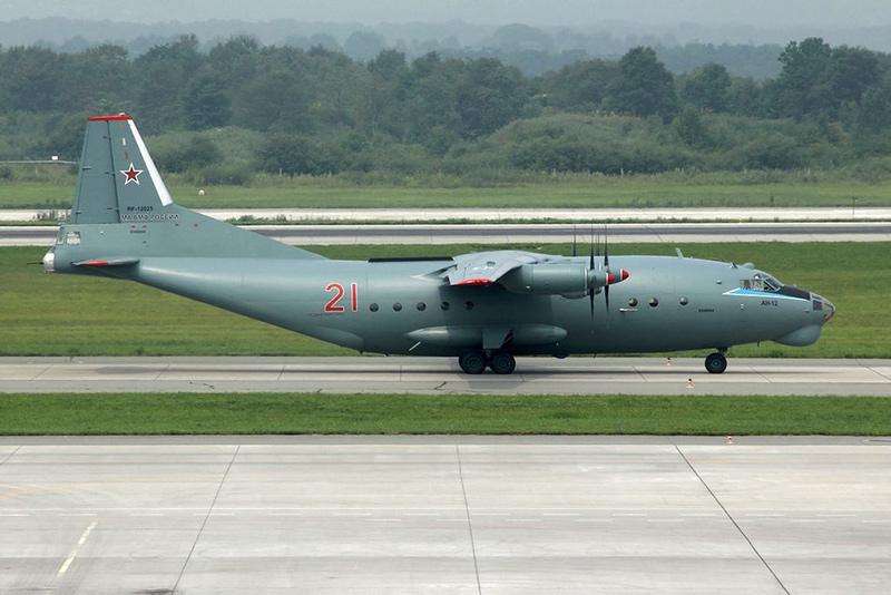 Ан-12 71-ой транспортной эскадрильи ВМФ, аэропорт Кневичи