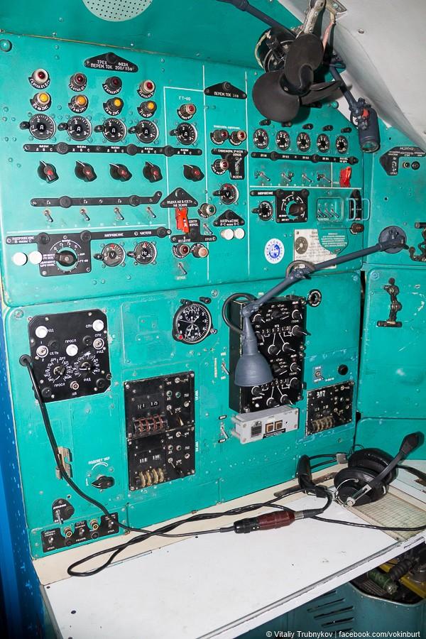 Рабочее место бортрадиста Ан-22 «Антей»