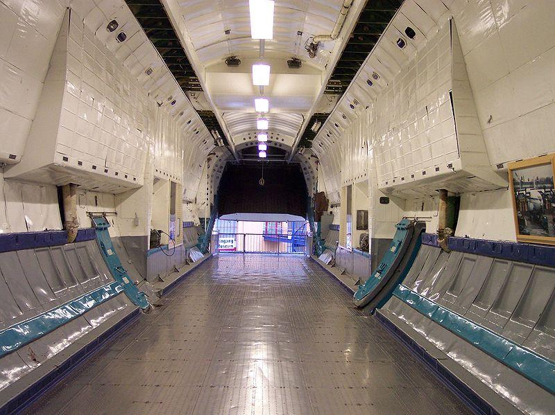 Грузовая кабина самолёта Ан-22