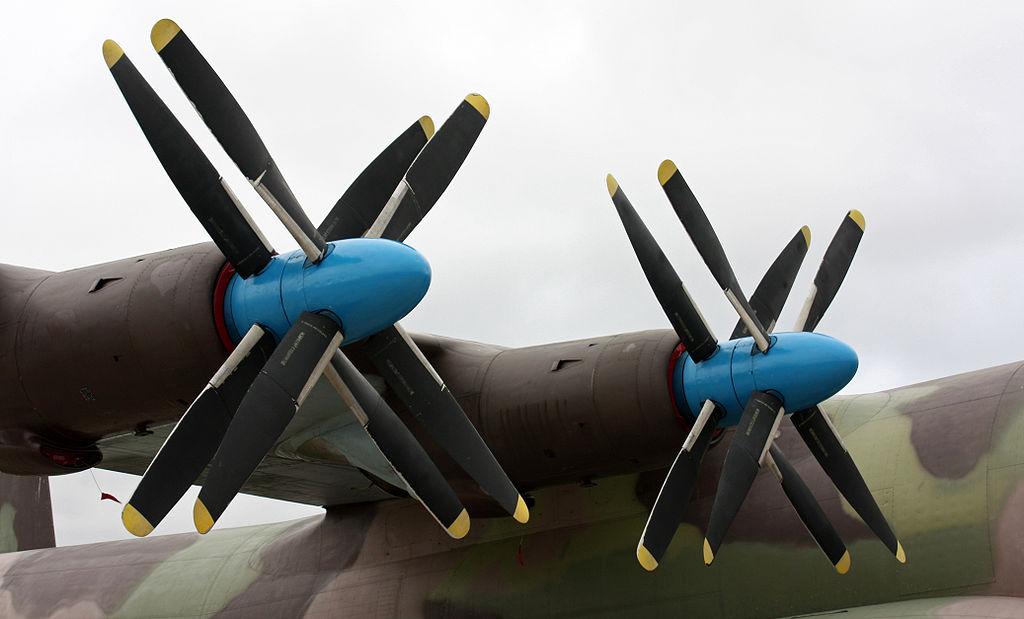 Воздушный винт АВ-90 на самолёте Ан-22