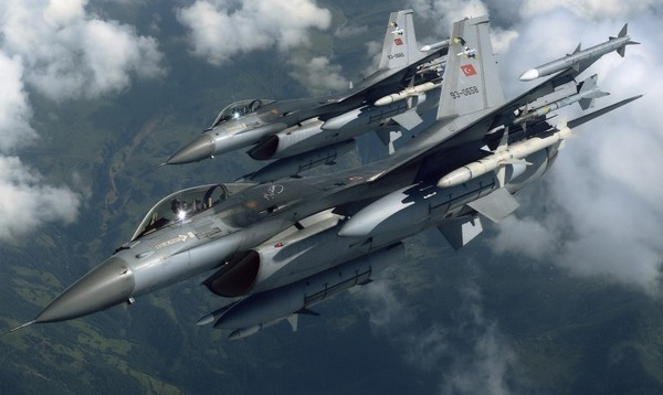 Фото истребителя F-16 турецких ВВС