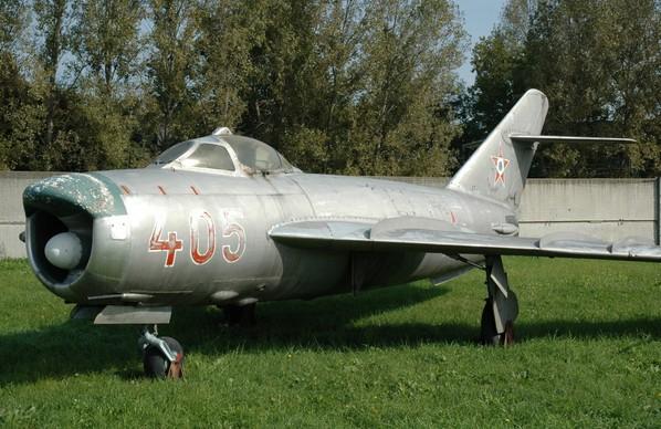 МиГ-17ПФ с антенной РЛС «Изумруд»