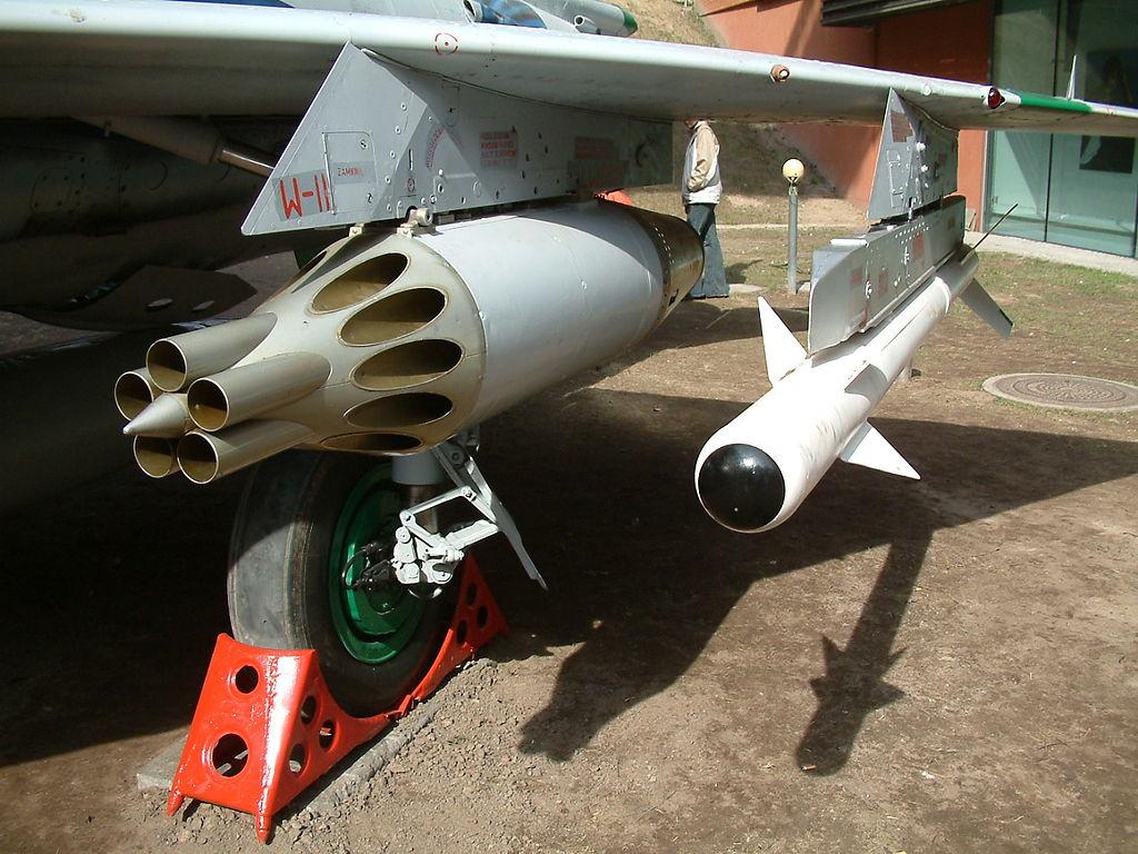 Вооружение МиГ-21МФ — блок УБ-16 и ракета Р-3 (К-13)