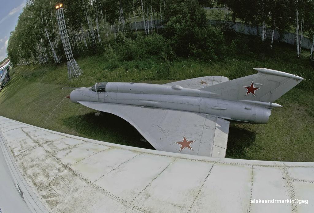 МиГ-21И рядом с Ту-144 в Центральном музее ВВС РФ