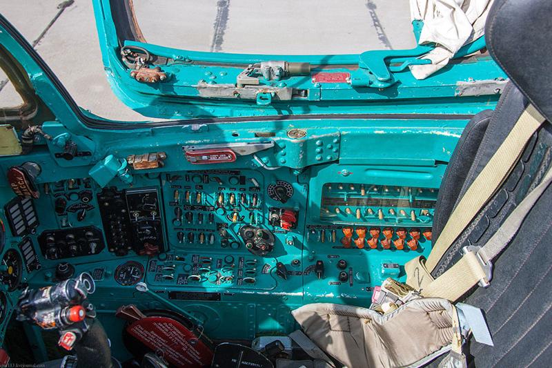 Правая сторона кабины МиГ-21