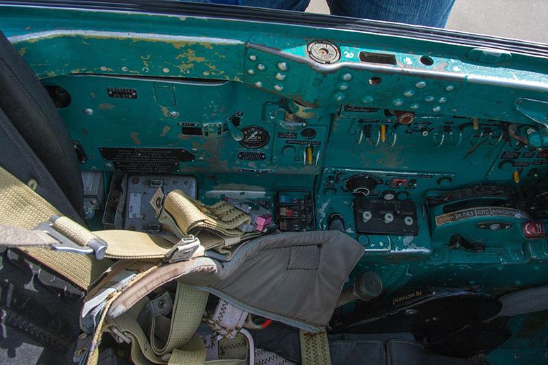 Левая сторона кабины МиГ-21