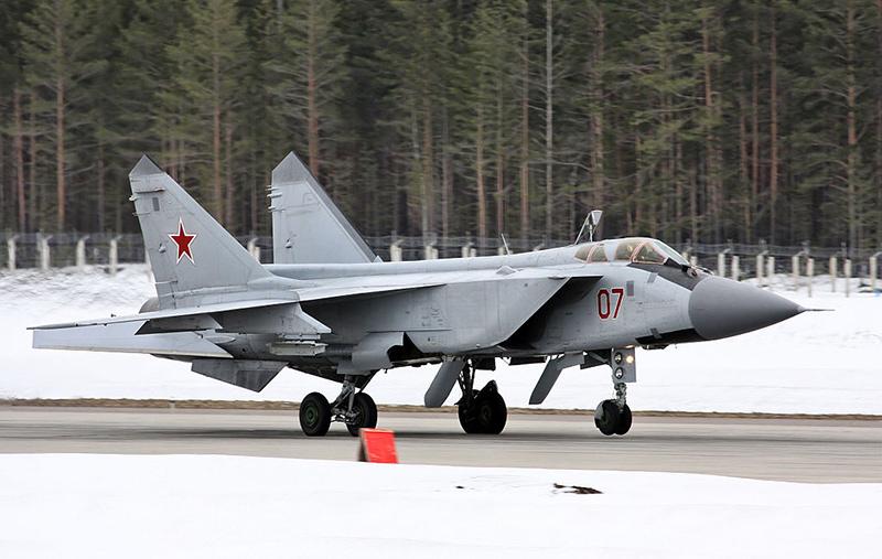 МиГ-31ДЗ ВВС России на авиабазе Хотилово