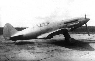 /></p> <p>Первый смолет МиГ-1 (фото)</p>  <p>В начале заводских испытаний истребитель И-200 показал высокие летные характеристики. Поэтому решением Комитета Обороны при СНК СССР от 25 мая 1940 г. он был запущен в серийное производство на авиазаводе №1 им. Авиахима. В сентябре второй и третий опытные экземпляры успешно прошли государственные испытания, в конце октября из сборочного цеха завода стали выходить первые серийные самолеты И-200, получившие название