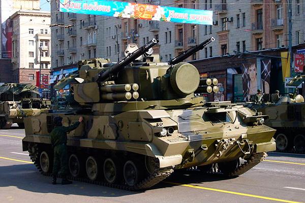 'Тунгуска-М1' - фото перед парадом