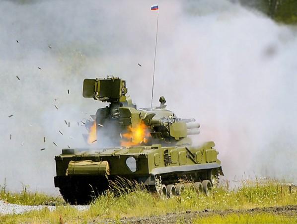 'Тунгуска-М1' ведет огонь