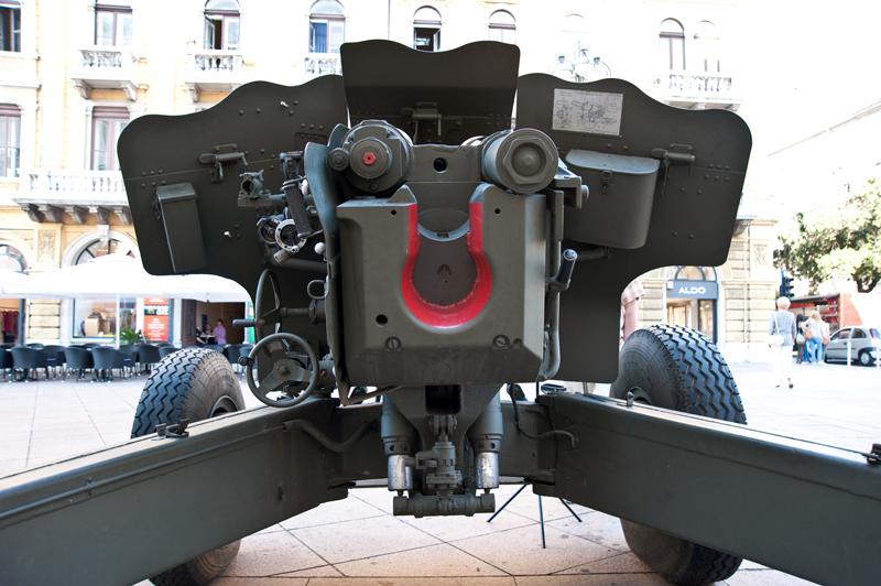 Вид сзади пушки Д-20