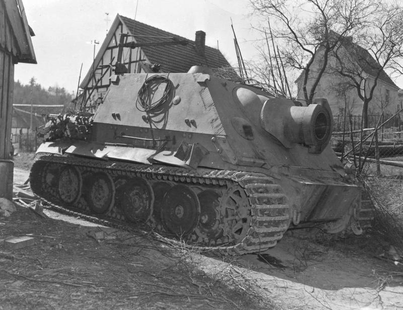 Немецкая тяжелая САУ «Штурмтигр» (Sturmtiger) из 1002-й отдельной роты самоходных минометов, захваченная американскими военными в Дрольсхагене (Drolshagen).