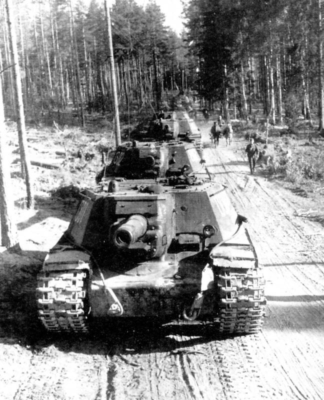 Колонна советский тяжелых САУ СУ-152 на марше, Карельский перешеек.