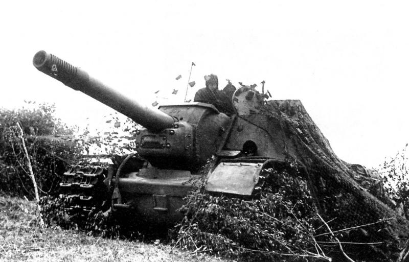 САУ СУ-152 командира 1541-го тяжелого самоходного артиллерийского полка резерва Верховного Главнокомандования гвардии майора Алексея Федоровича Санковского (1908 г.р.).